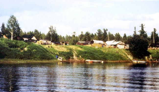 Eastern Khanty extended family settlement today, B. Yugan River. Photo by Andrew Wiget